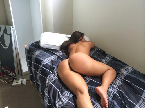 Namorada gostosa dormindo pelada