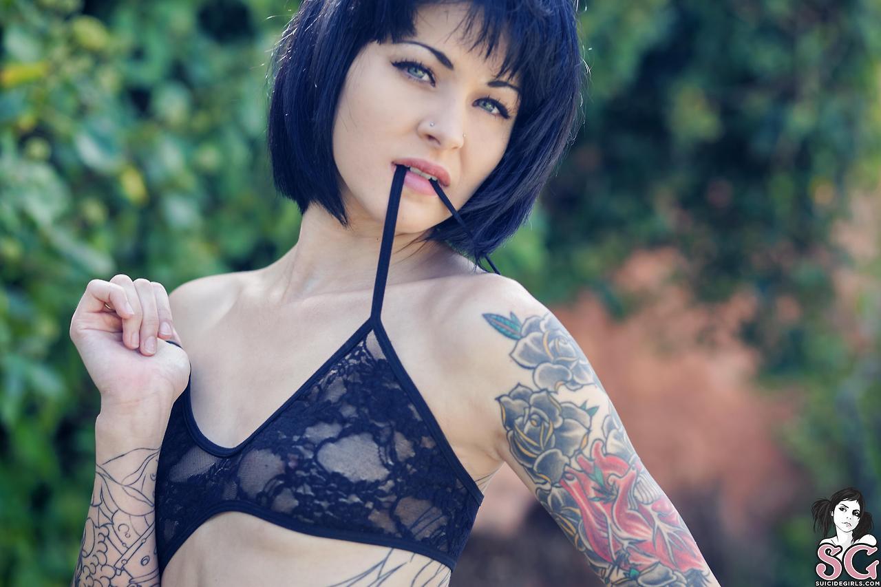 Sedona Suicide Girls - Uma novinha muito atraente