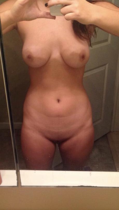 selfie nude excelente na frente do espelho
