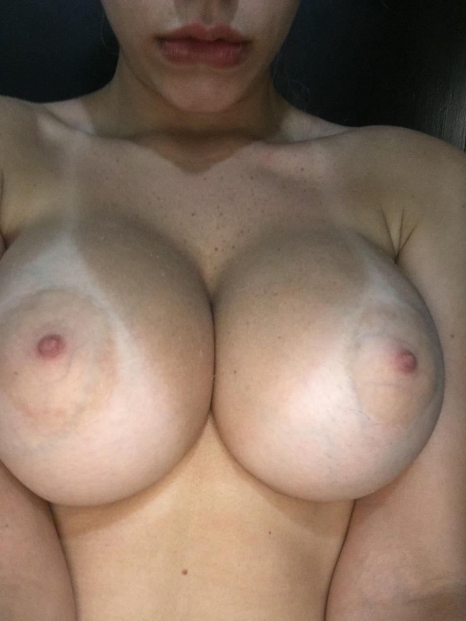 Um par de peitos perfeitos