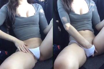 Aquecendo a bucetinha dentro do carro