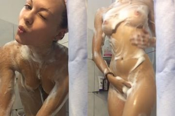 Novinha gata demais tomando banho cheia de tesão