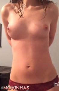 Novinha perfeita ficando pelada e seduzindo muito bonus 04