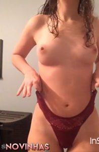 Novinha perfeita ficando pelada e seduzindo muito bonus 075