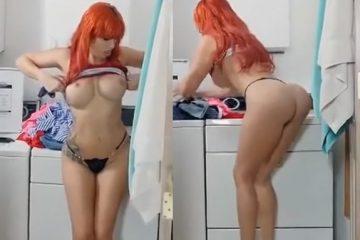 Ruiva na lavanderia se masturbando escondida