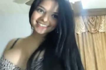 Delicinha mostrando a bucetinha na webcam