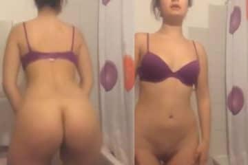 Rabudinha tirando a calcinha antes do banho