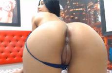 Camgirl mostrando o cuzinho na webcam