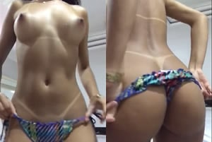 Sabrina Moreninha no video amador exibindo os peitinhos duros